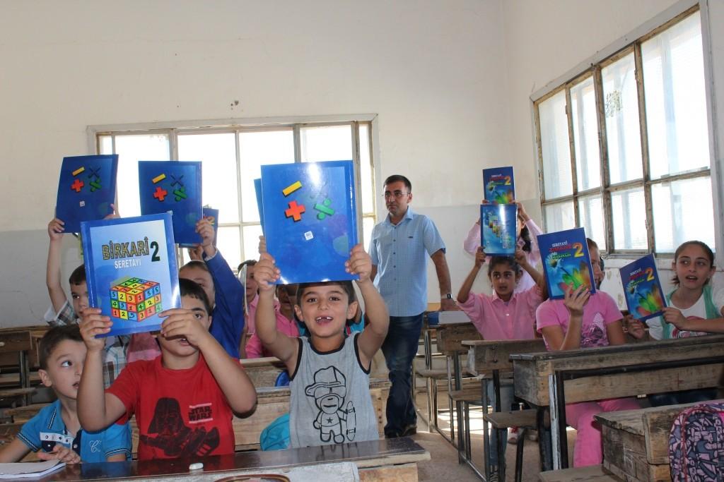 Dirbêsiyê | Asayîşê 6 mamosteyên dersên Hikûmeta Sûrî didan girt