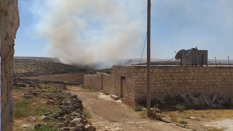 Artêşa Tirkiyê û komên girêdayî wê gundewarên Şera ya Efrînê topbaran dikin