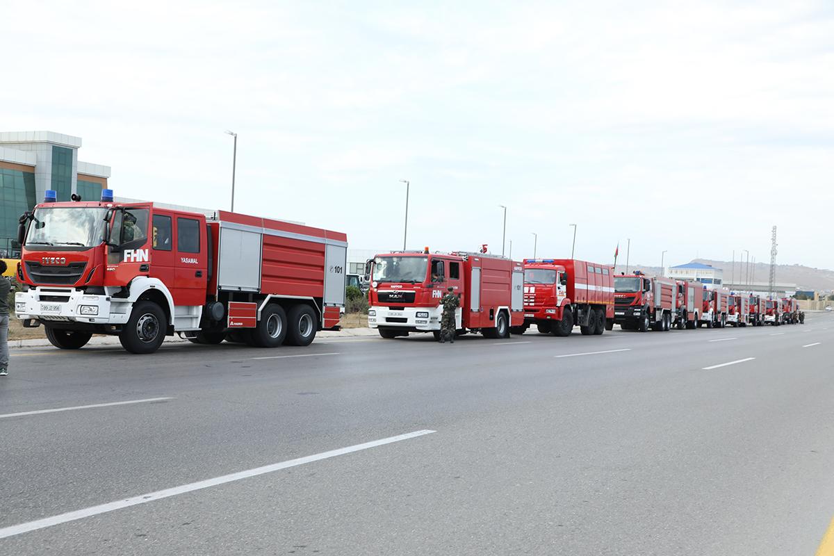 Azerbeycan 53 alavên îtfaiyê û 220 xebatkar şand Tirkiyê
