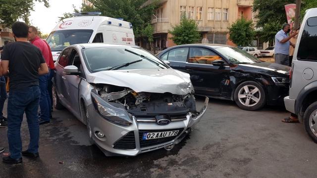 Li Semsûrê 2 otomobîl qeza kirin: 3 birîndar