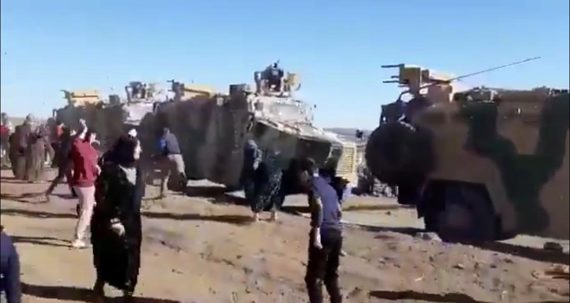 Rojava'da Türk - Rus devriyesine taşlı protesto!