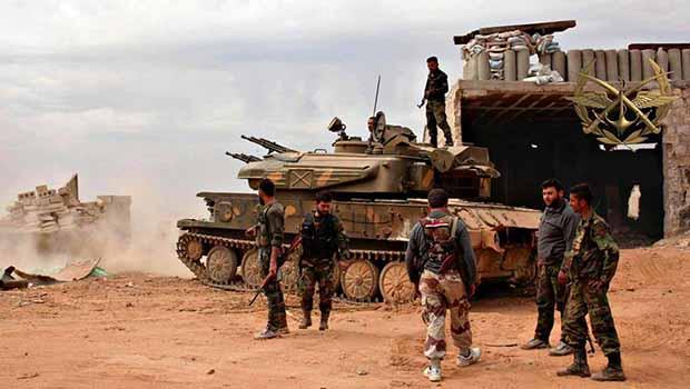 Rejim, İdlib ve Hama'da militanların mevzilerini bombaladı