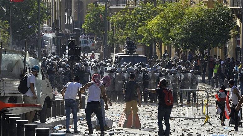 Hükümetin istifası sonrası gösteriler yeniden alevlendi