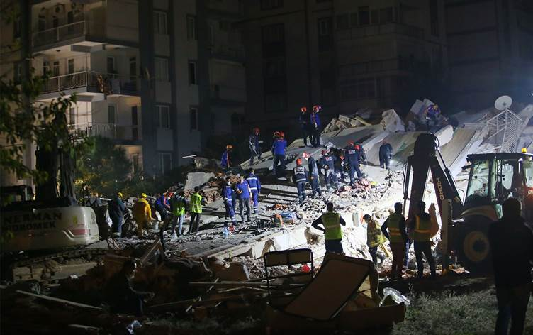 İzmir'de can kaybı 39'a, yaralı 885'e yükseldi