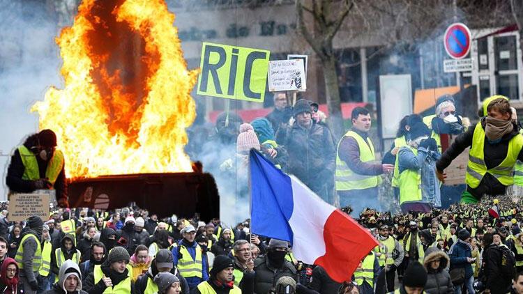 Fransa'da 'Sarı Yelekliler' protestoları yeniden başladı