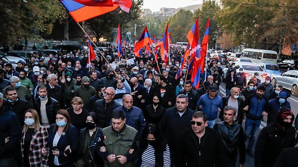 Paşinyan'a karşı sivil itaatsizlik eylemi başladı
