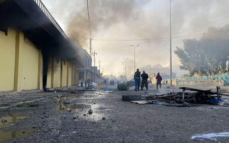 Süleymaniye'de 3 parti binalarına saldırı: Ateşe verildi