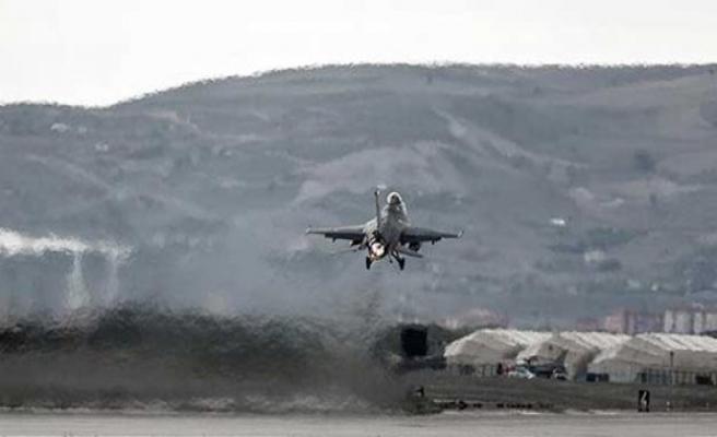 TSK, Kürdistan Bölgesi'ndeki Gare Dağı'nı bombaladı...