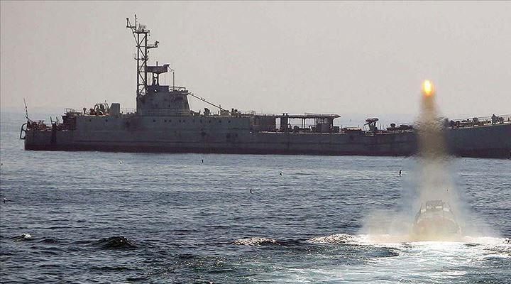 İran'a ait askeri gemi Kızıldeniz'de saldırıya uğradı