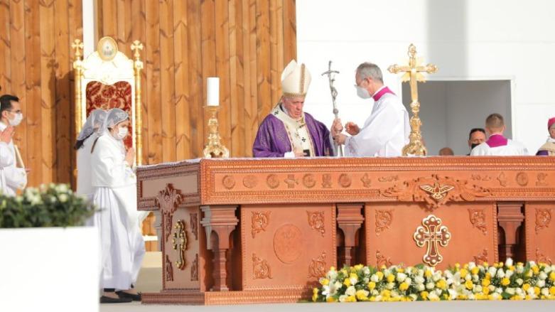 Papa, başkent Erbil'de geniş katılımlı ayin yönetti