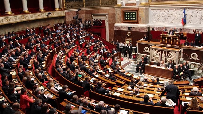 Fransız ordusu, Ulusal Meclisi de iç savaşla uyardı