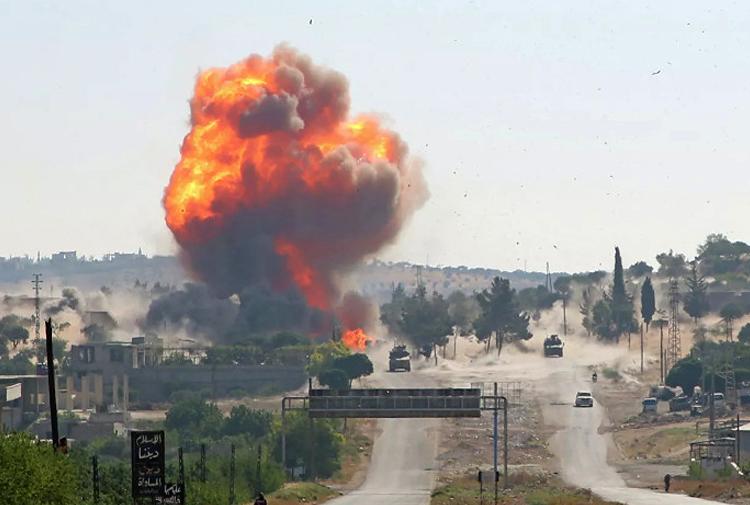 İdlib'te patlama: Militanların deposuna hava saldırı!