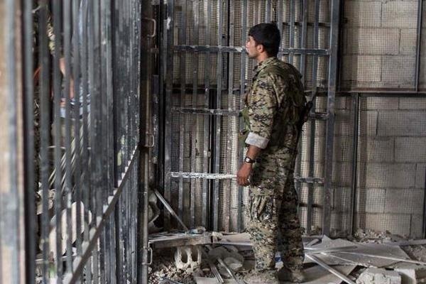 Genel af ilan eden Esad rejimi, Deyr ez Zor'da 59 genci tutukladı