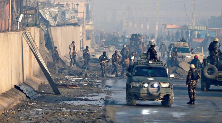 Taliban, başkent Kabil'e yaklaştı: Bir bölgeyi ele geçirdi!
