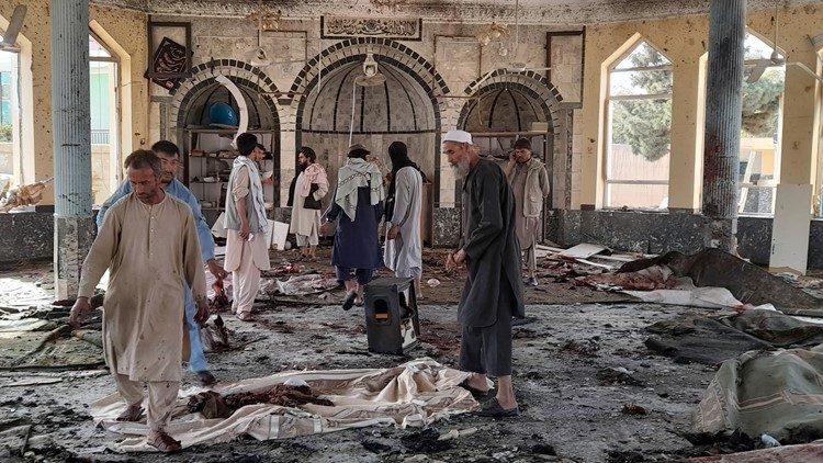 Afganistan'da camiye bombalı saldırı: Çok sayıda ölü ve yaralı var!