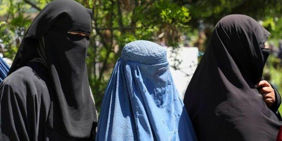 Taliban: Güçlerimiz kadınlarla nasıl konuşulacağını bilmiyor, geçici bir süre evden çıkmayın