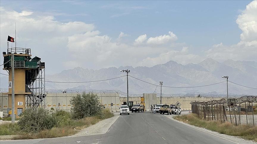 Afganistan: ABD, üssü sessizce terk etti: Yüzlerce araç bıraktı!