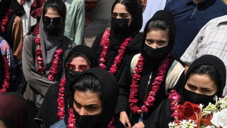 Afgan kadın futbol takımı, ülkeyi terk etti ve Pakistan'a kaçtı!