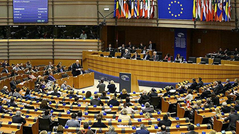 AP, Türkiye'de muhalefete baskı karar tasarısını kabul etti