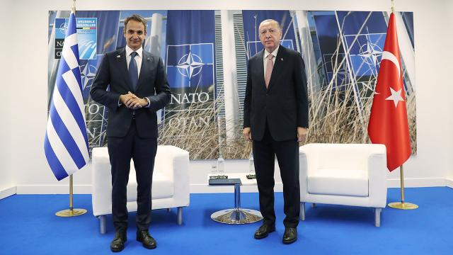 NATO Zirvesi'nde Erdoğan-Miçotakis ikili gerilimi görüştü