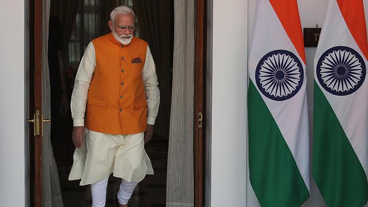 Hindistan'da 12 bakan birden istifa etti!