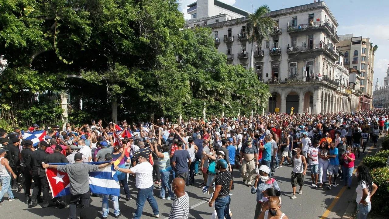 """Rusya: """"Küba'nın içişlerine müdahale kabul edilemez"""""""