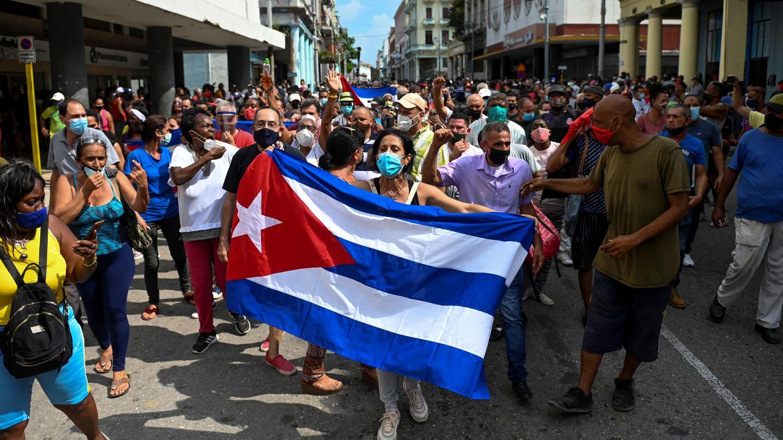 Küba'da protestolar şiddetleniyor: En az 140 kişi kayboldu!
