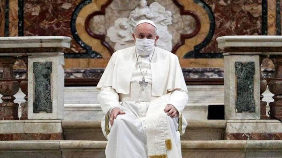 Vatikan: Papa, Roma'da hastaneye kaldırıldı