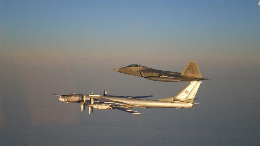 Karadeniz'de gerilim: Rus jetleri, ABD'nin keşif uçağını takibe aldı