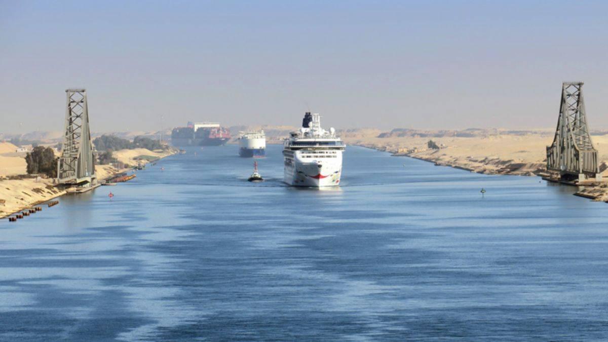Süveyş Kanalı'ndan tarihinin en yüksek geliri!